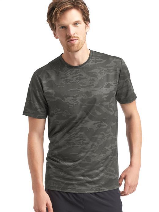 Kamuflaj desenli spor t-shirt