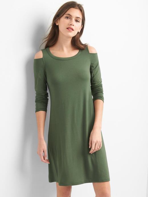 Açık omuzlu elbise