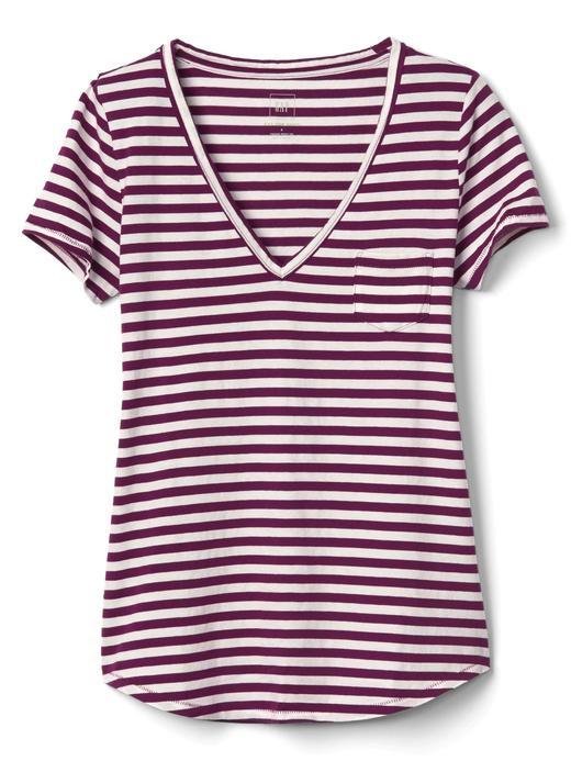 V yaka çizgili t-shirt