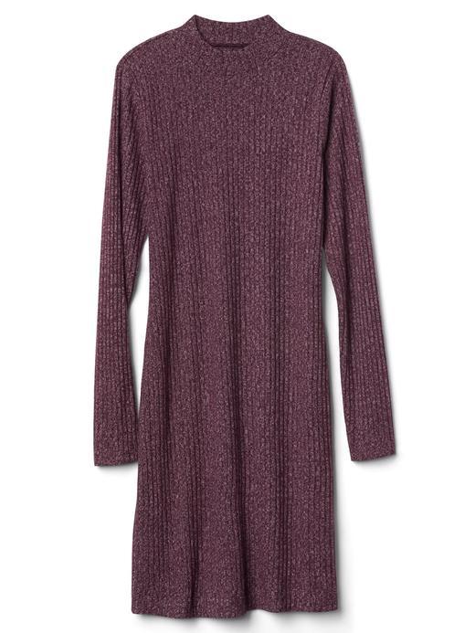 Uzun kollu dik yakalı elbise
