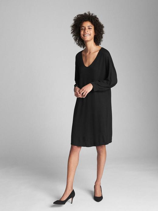 Kadın Siyah ¾ kollu v yaka elbise