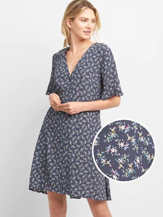 Çiçek desenli düğmeli elbise