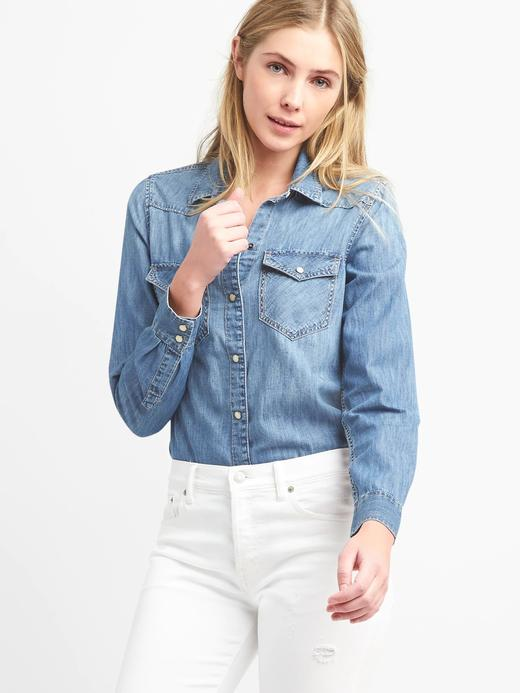 Medium indigo yıkamalı denim gömlek