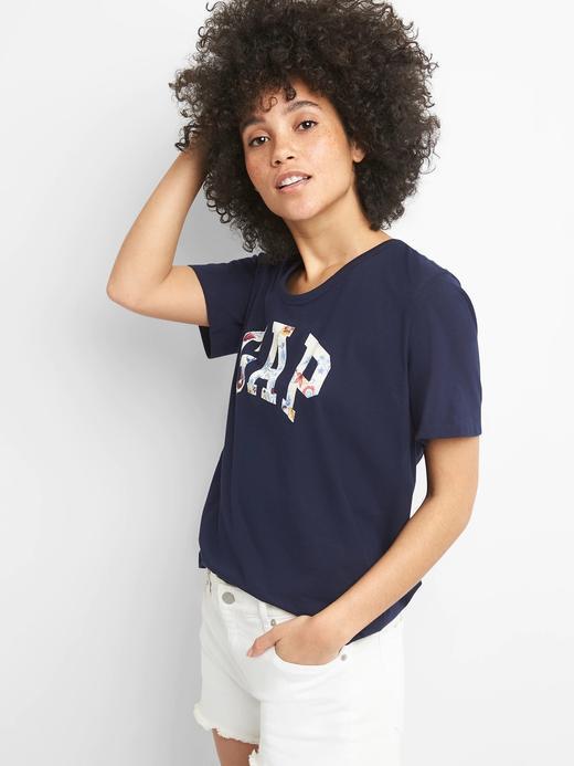Logolu kısa kollu v yaka t-shirt