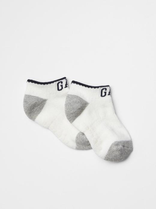 Bebek kırık beyaz Logolu bilekte çorap
