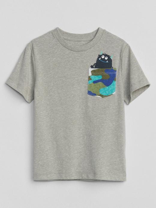 Desenli cepli kısa kollu t-shirt