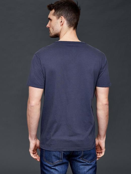 Vintage yıkamalı V yaka t-shirt