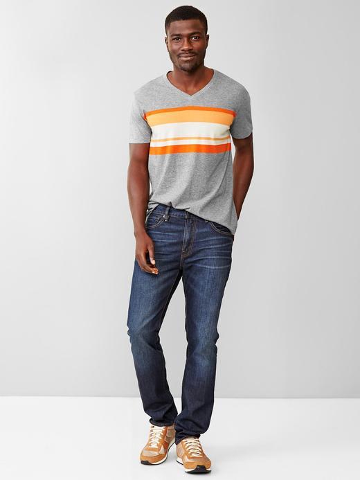 Essential v-yaka t-shirt