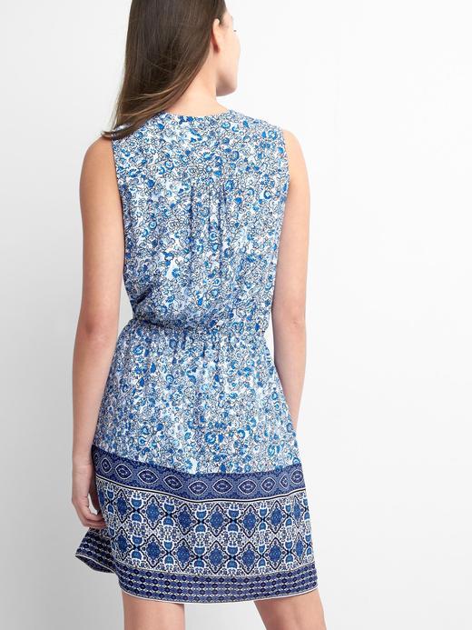 Kolsuz desenli elbise