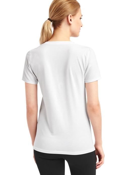 GapFit Breathe V yakalı t-shirt