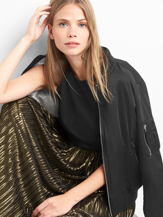Siyah ve metalik elbise