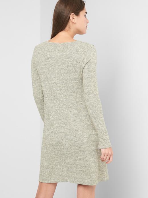 Uzun kollu metalik elbise