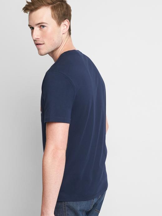 Çizgili logolu t-shirt