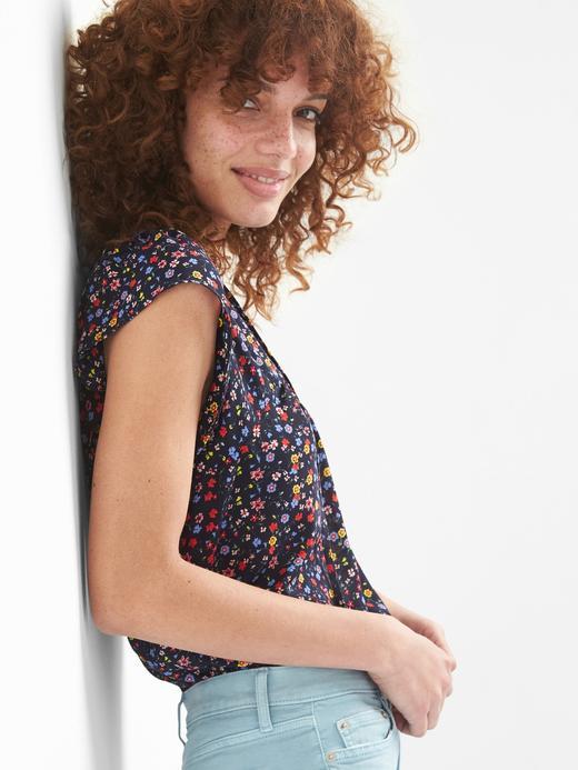 Kısa kollu çiçek desenli bluz