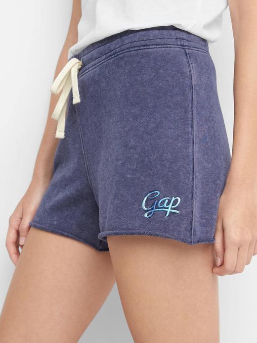 kırçıllı gri Gap logolu şort