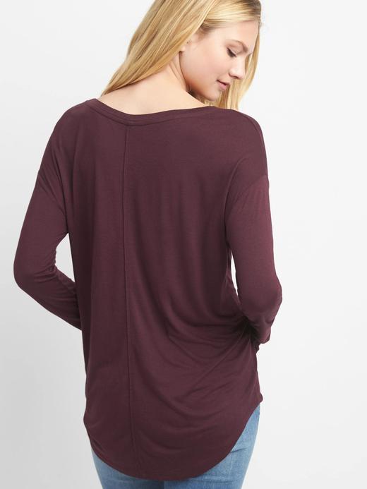 Düşük omuzlu t-shirt