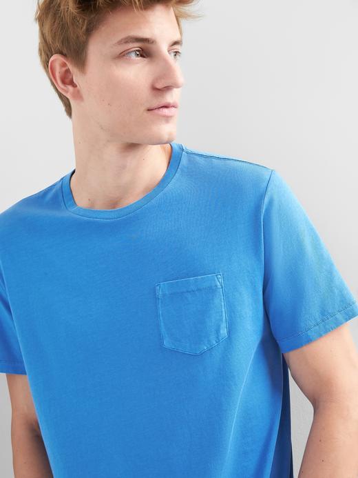 Kısa kollu sıfır yaka cepli t-shirt