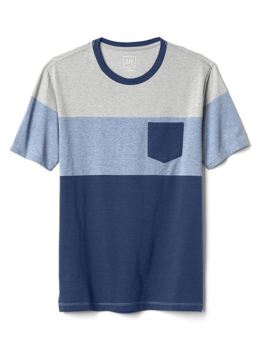 Çok renkli cepli kısa kollu t-shirt