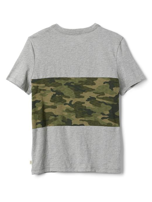 Kamuflaj desenli v yaka t-shirt