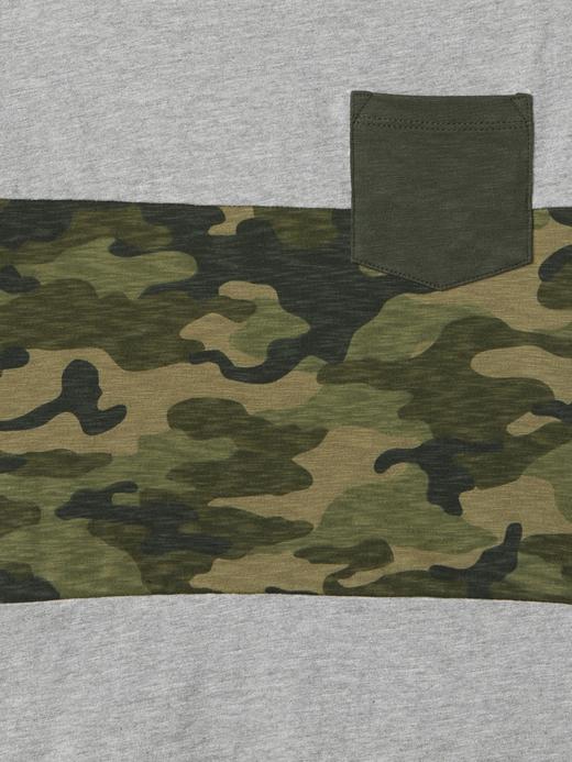 gri Kamuflaj desenli v yaka t-shirt