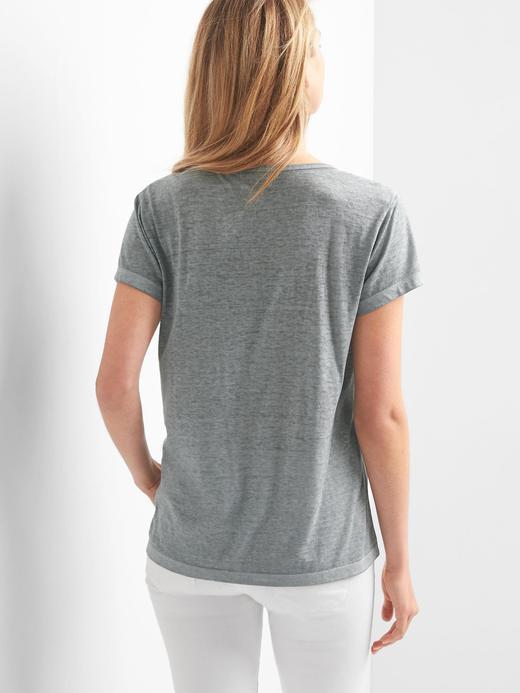 Yaka detaylı t-shirt