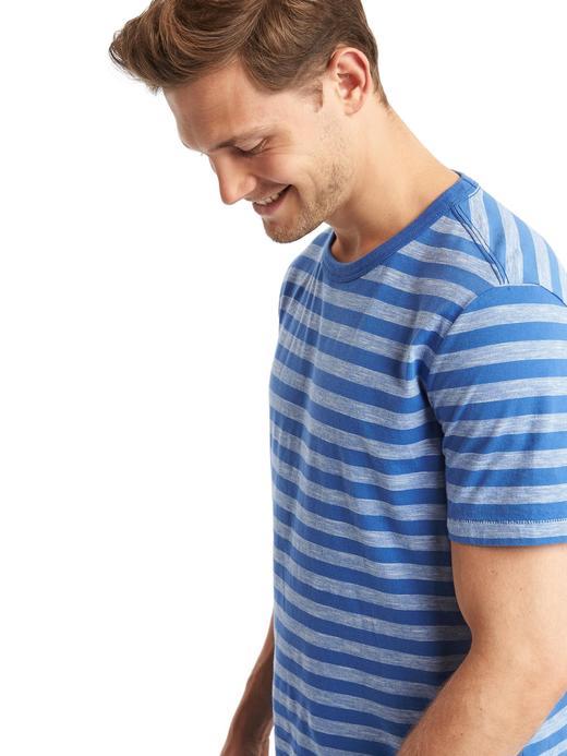 Çizgili bisiklet yaka t-shirt