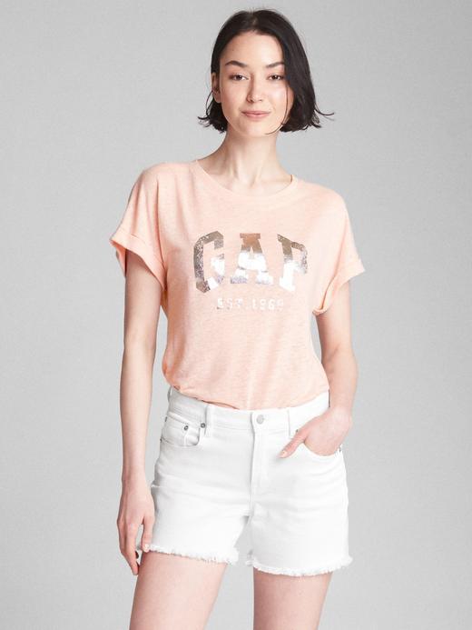 Metalik logolu kısa kollu t-shirt