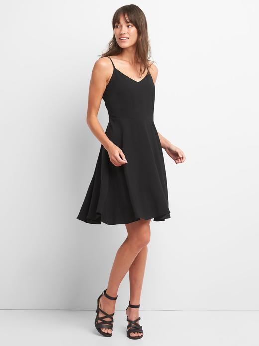 Askılı çiçekli elbise