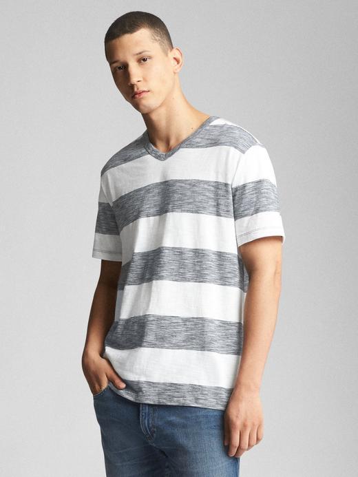 Çizgili pamuklu v yaka t-shirt