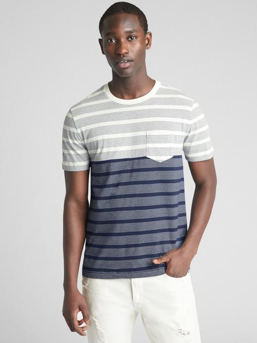 Kısa kollu çizgili cepli t-shirt