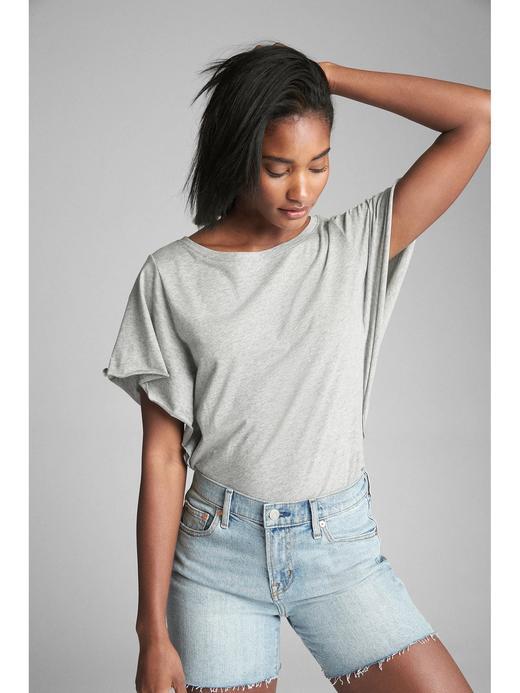 Kadın kırçıllı gri Vintage yıkamalı fırfırlı t-shirt