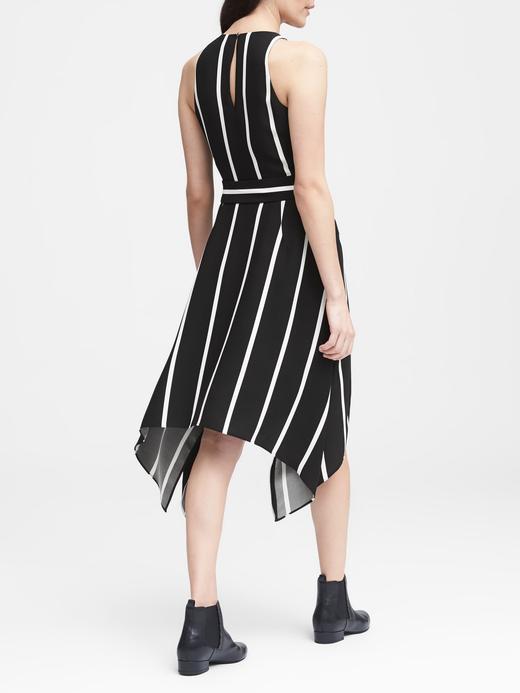 Çizgili Kuşaklı Kolsuz Elbise
