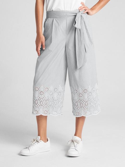 Bol ve Kısa Paçalı Pantolon