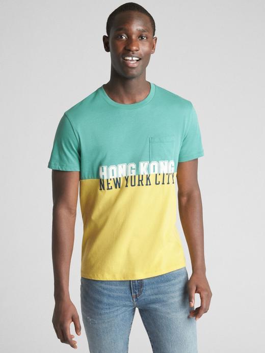 Erkek Yeşil Logo Global Remix Baskılı Kısa Kollu T-Shirt