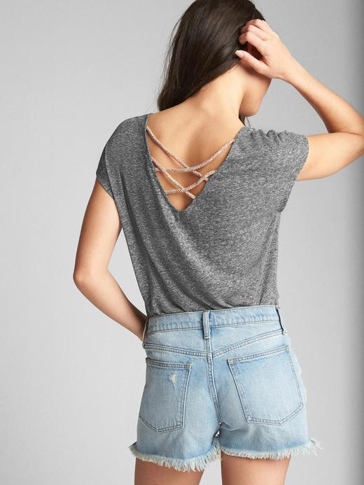 Kısa kollu arka detaylı keten t-shirt