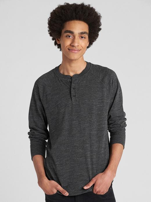 Uzun Kollu Düğmeli T-Shirt