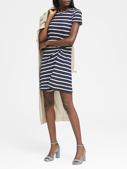 Kısa Kollu Çizgili Elbise