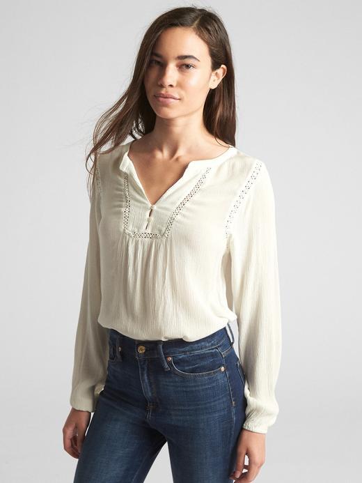 Uzun Kollu Dantel Detaylı Bluz