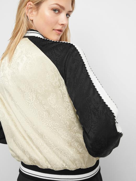 Kadın Bej Limited Edition Jakarlı İşlemeli Bomber Ceket