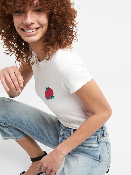 gri Çiçek İşlemeli Sıfır Yaka T-Shirt