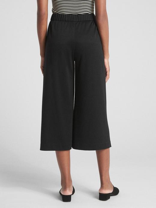 Bol Paçalı Kısa Pantolon