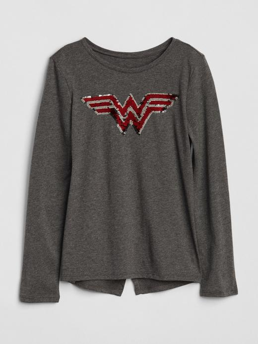 GapKids | DC™ Wonder Woman Değişen Pullu T-Shirt