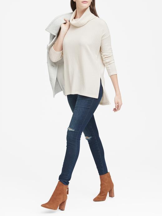 Kadın Beyaz Yumuşak Dokulu Boğazlı T-Shirt