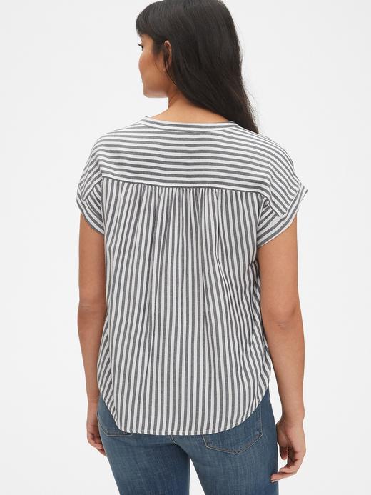 Kısa Kollu Çizgili Gömlek