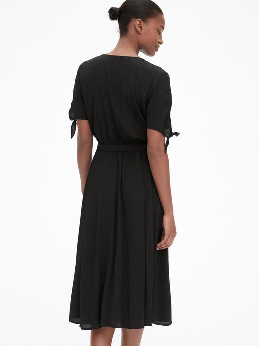 Kolları Bağlamalı Elbise