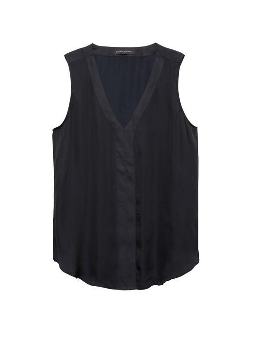 Yumuşak Saten Kolsuz V Yaka Bluz