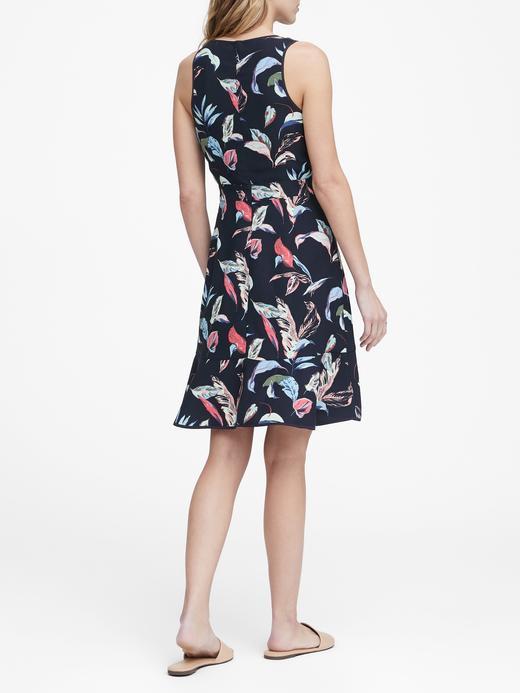 Çiçekli Kolsuz Elbise