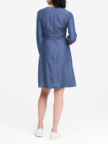 Kadın koyu yıkama TENCEL ™ Chambray Anvelop Elbise