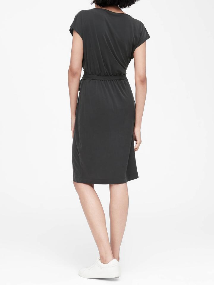 Dökümlü Yaka Midi Elbise