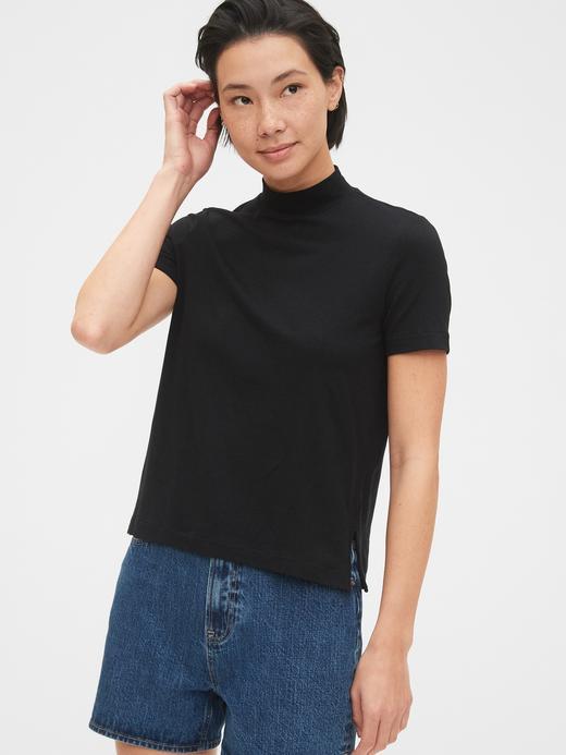 Kadın Siyah Yarım Balıkçı Yaka Kısa Kollu T-Shirt
